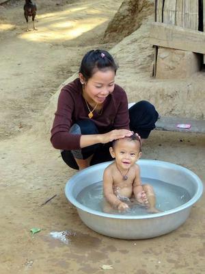 冬季 给宝宝洗澡讲究多