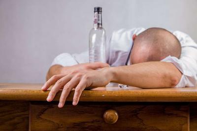 老班长酒的解?#21697;?#27861;有?#30007;? 醉酒有什么危害