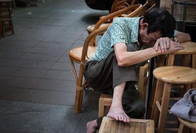?老年类风湿关节炎能治吗