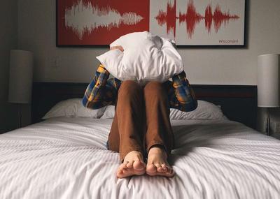 床上仰卧起坐带怎么弄?