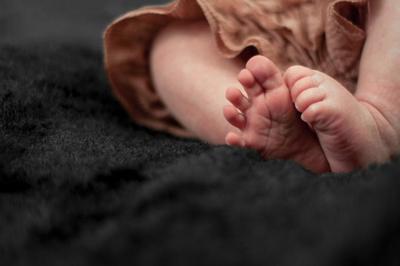 新生儿拉肚子怎么办 招解决婴儿腹泻