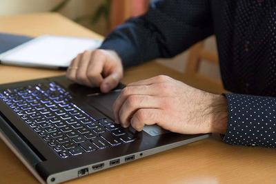 ?电脑族怎么在桌前健身方法