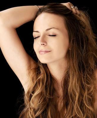 ?女子20年天天用蜂蜜敷脸致脸上毛发增多