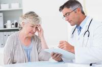 颈椎间盘突出会头疼吗 患上颈椎间盘突出后会出现哪些症状