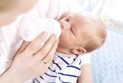 新生儿吃奶时间长 宝宝吃奶时间为什么长