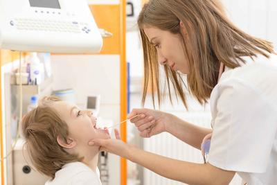通过按摩可以防治小儿咽炎