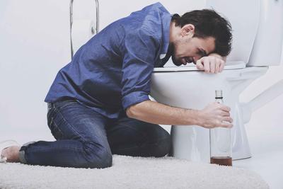 慢性酒精中毒轻度症状是什么   慢性酒精中毒怎样治疗