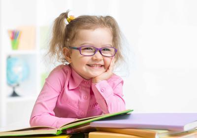 经常晒太阳可以预防儿童近视