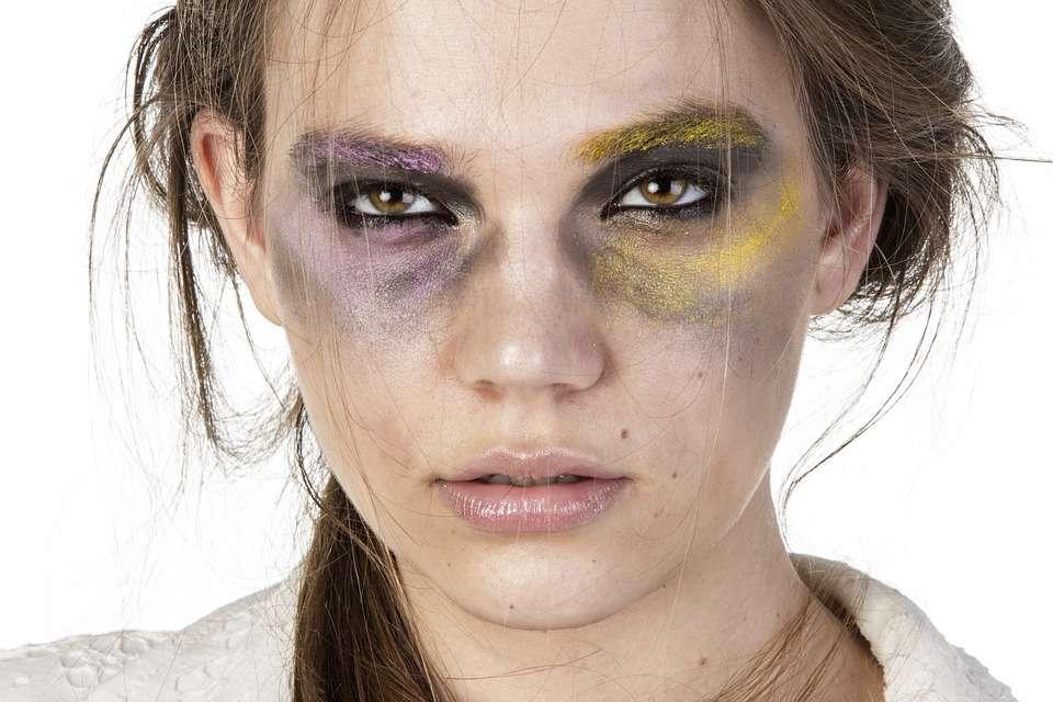 脸上过敏长痘痘发红引起过敏的原因有哪些