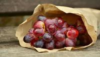 葡萄上的白霜究竟是不是农药残留  我们如何去分辨水果上白霜的好坏