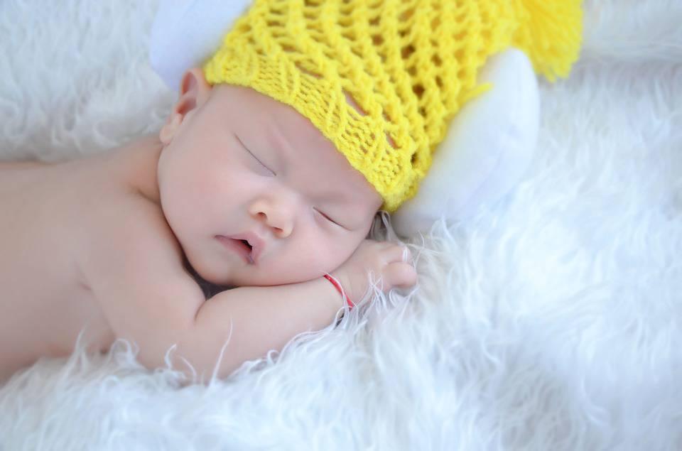 新生儿怎样快速止嗝新生儿为何总是打嗝