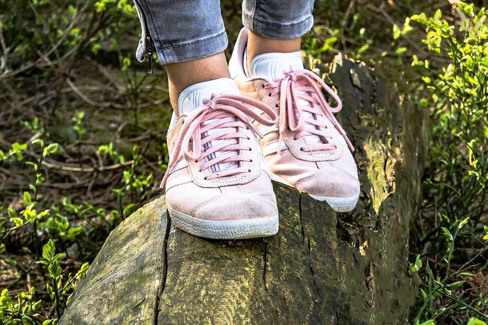 汗脚光脚穿皮鞋会脚臭吗引起脚臭的原因有哪些