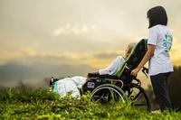 卧床老人临终的症状有哪些 引起老人久病卧床的因素有哪些