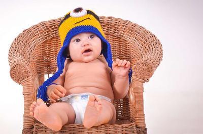 小孩干呕吐奶怎么回事 宝宝吐奶怎么办