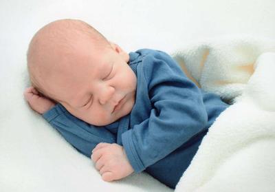 新生儿鞘膜积液的原因是什么 新生儿鞘膜积液的治疗方法有哪些