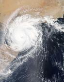 """应急管理部:台风""""山竹""""已造成4人死亡,具体灾情仍在统计 面对台风的来临,我们应采取什么措施"""
