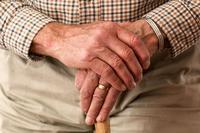 老年16090的血压正常吗 血压高应该怎么办