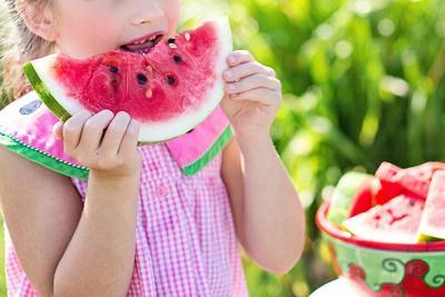 小孩发烧能吃水果_详解小孩不能吃的10种水果 宝妈挑选要注意_孩子应多吃的三种 ...