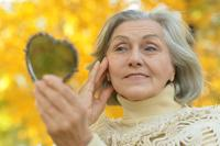 老人脱发的原因是什么 老人脱发不单单是衰老问题