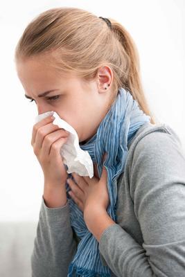 一咳嗽就吐怎么回事 咳嗽的原因有哪些
