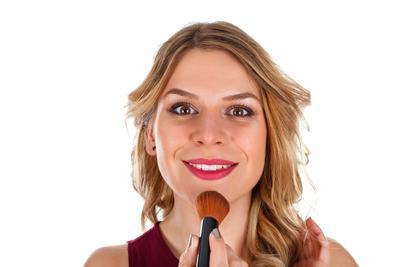 女人嘴唇发紫看什么科 女人嘴唇发紫的原因