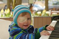 疹子出来了为何还发烧怎么办 应如何护理幼儿出疹