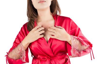 胸下垂松弛怎么办 胸部下垂的原因