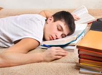 男孩一上学就呕吐竟是压力原因 怎么减轻学习压力