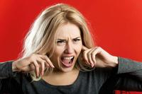 女人脾气暴躁易怒警惕更年期